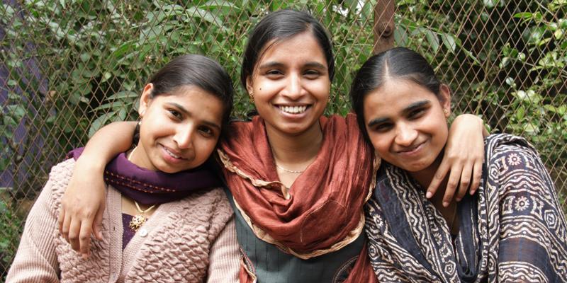 Store piger på børnehjemmet Happy Home i Indien