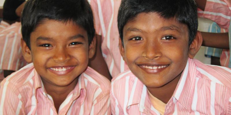 Søskende på børnehjemmet i Kariyalur i Indien
