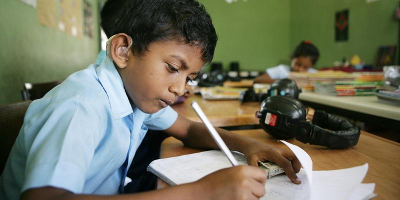 Dreng i døveskolen ved Colombo i Sri Lanka