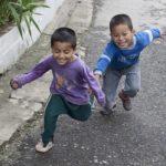 Løbende drenge - Albella Boys Home i Indien