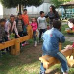 Børn ved vipper på børnehjemmet i Dupnitsa, Bulgarien