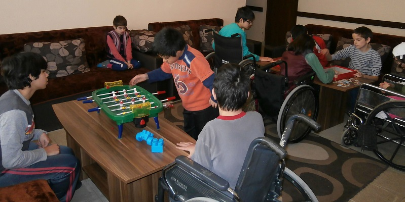 Børn leger i Lukovit i Bulgarien